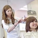 くせ毛でショートの髪型にチャレンジするならどんな風にすれば良い?